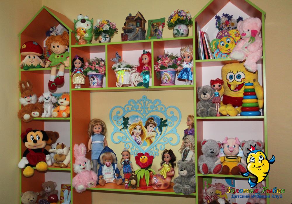 Кукольный замок в детской игровой комнате